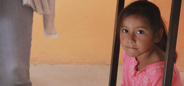 Apadrinar a un niño o niña disminuye la violencia en México
